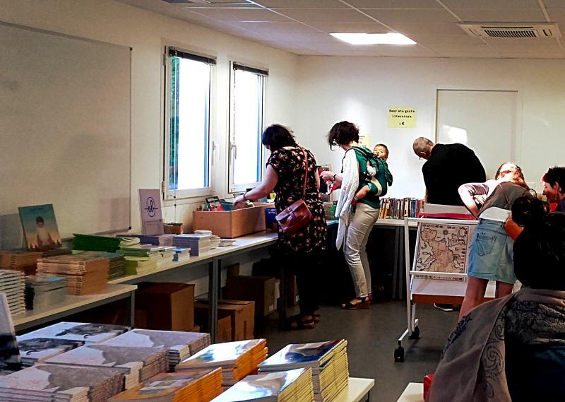 La vente a lieu dans les locaux d'IKAS.