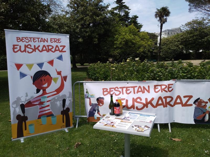 Que trouve-t-on dans le Kit Besta Euskaraz?