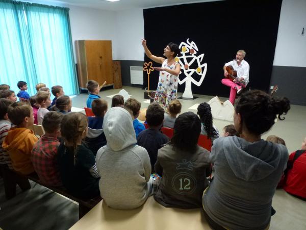 Des spectacles dans les écoles